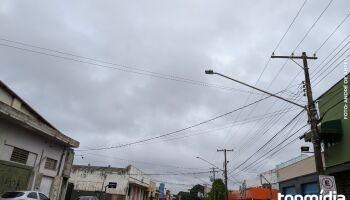 Terça de céu nublado e máxima de 33°C no Estado