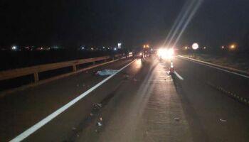 Mulher morre em acidente entre carreta e moto na BR-163