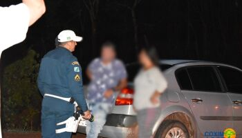 Motorista que 'atropelou' casal de moto é preso por embriaguez ao volante