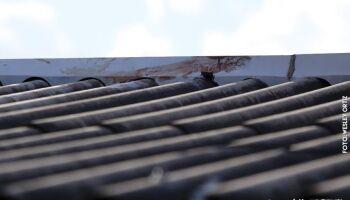 Idoso morre no hospital nove dias após cair do telhado
