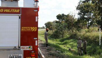 Pneu fura, carro capota e passageiro morre na BR-158