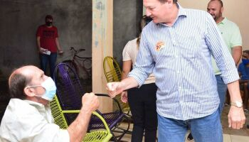 Candidatos a prefeito usam o sábado para carreatas e adesivagem em Campo Grande