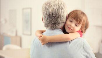 Pai luta para fazer DNA e abraçar filha de cinco anos, mas diz que mãe e avó 'fogem'
