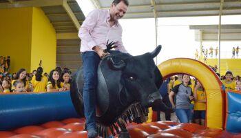 Para eleger sucessor, prefeito de Costa Rica triplica gasto com publicidade
