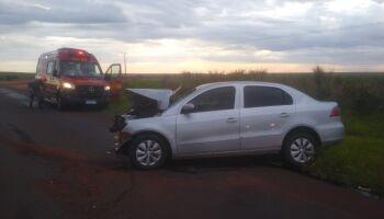Batida frontal entre carro e carreta mata jovem em Ivinhema