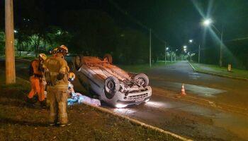 Motorista de 49 anos capota carro e morre no DF