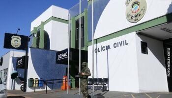 Travestis espancam motorista de app e destroem carro no Santo Antônio