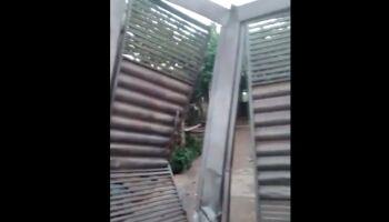 Família tem portão destruído por motorista com carro desgovernado no Girassóis