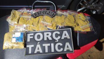 Motoboy do tráfico é preso com ecstasy e LSD no Monte Castelo