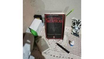 Polícia encontrou 'bíblia satânica' em casa onde adolescente foi morta após surto com choro de bebê