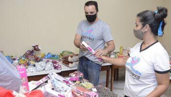 Casal voluntário prepara Natal para famílias carentes e moradores de rua em Corumbá