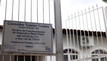 'Chovem' fichas de alunos sumidos no Conselho Tutelar e pais pedem até reprovação dos filhos
