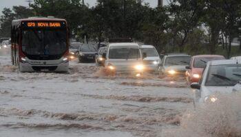 Sábado amanhece chuvoso e previsão é de tempestade acompanhada de granizo em MS