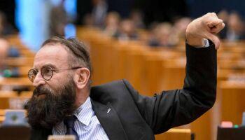 Deputado de extrema-direita na Hungria é flagrado em orgia com 25 homens