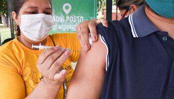 NA LATA: promotores pedem pra serem vacinados antes de crianças