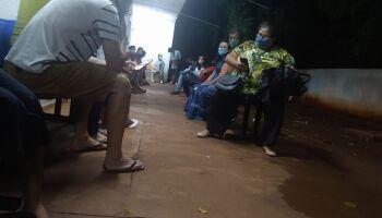 Leitor registra fila de pacientes com suspeita de covid no UPA Leblon