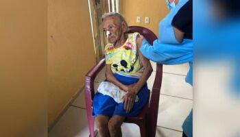 Idosa de 117 anos é vacinada contra covid no Ceará