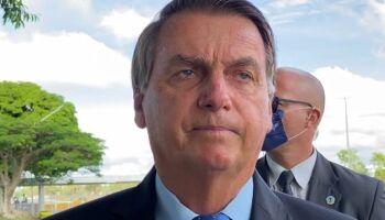 """""""Vacina é do Brasil, não de governador"""", dispara Bolsonaro"""