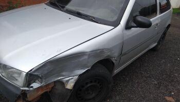 Bêbado, motorista bate em carro estacionado, foge e acaba preso em MS