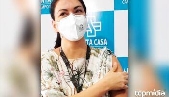Médica é a primeira ser imunizada na Santa Casa e destaca 'esperança renovada'