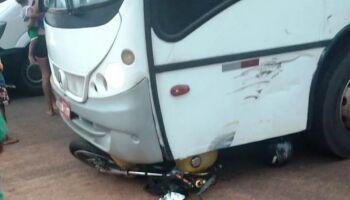 Motociclista bate de frente com ônibus e morre em Naviraí