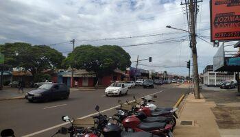 Câmera registra acidente na Avenida Bandeirantes; assista