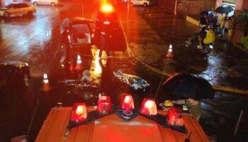 Vídeo mostra momento que motociclista bate em carro e morre em Dourados
