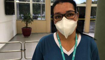 Vacinada, técnica lembra que marido morto pela Covid pediu para ela não desistir da profissão