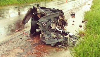 Batida entre carro de passeio e caminhão termina em morte na MS-134