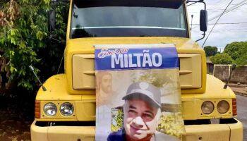 Caminhoneiros fazem buzinaço para homenagear colega morto por covid-19