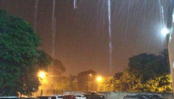 Chuva forte e rápida atinge bairros e semana deve continuar chuvosa em Campo Grande