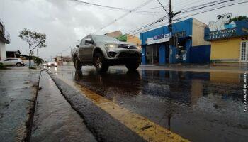 Apesar do sol aparecer pela manhã, chuva volta a cair nesta sexta-feira em Campo Grande