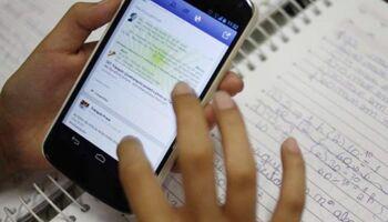 Educação venceu! Doações chegam após professor pedir celular para alunos estudarem no Pênfigo