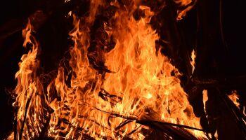 Barraco pega fogo e mulher morre carbonizada em Amambai