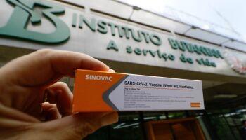 Por unanimidade, Anvisa autoriza uso emergencial das vacinas Coronavac e de Oxford