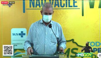 Secretário dá direta e diz que não vai admitir os 'furões de fila' da vacina em MS