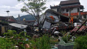 Sobe para 73 número de mortos após terremoto na Indonésia