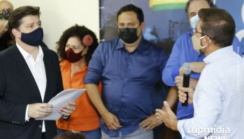 Liderado por petista, grupo aborda Baleia Rossi e reforça pedido de 'Fora Bolsonaro'