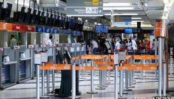 Jovem é detido na pista de pouso do aeroporto com espada 'samurai'