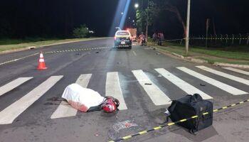 Motoentregador morre após bater em caminhão na av. Lúdio Coelho