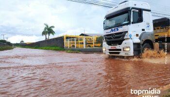 Vídeo: chuva forte deixa pistas laterais da Gury Marques alagadas