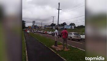 Carreata 'Fora Bolsonaro' tem 200 metros de carros na Afonso Pena, em Campo Grande