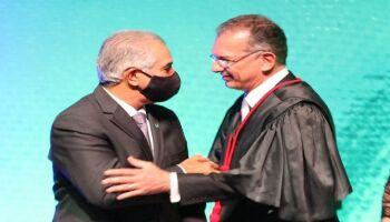 Em posse do novo presidente do TJ, Reinaldo cita relevância da Justiça no combate à covid-19