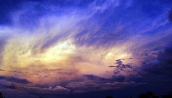 Sol aparece nesta sexta-feira, mas previsão aponta pancadas de chuva em MS