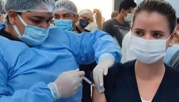 Vacinação começa em Aquidauana e técnica de enfermagem se emociona: 'muito feliz'