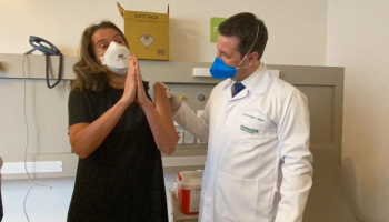 Hospital da Unimed inicia vacinação contra COVID-19 em profissionais da saúde