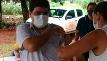 Prefeito que tomou vacina contra covid em Nioaque é profissional de saúde e foi incentivar indígenas