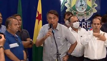 Prefeitura demite jornalista que fez pergunta que 'irritou' Bolsonaro