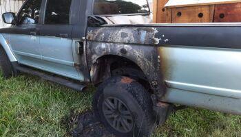 Pré-candidata na fronteira tem casa atacada e carro queimado