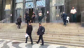 PF prende desembargadores do TRT-RJ após operação que afastou Witzel